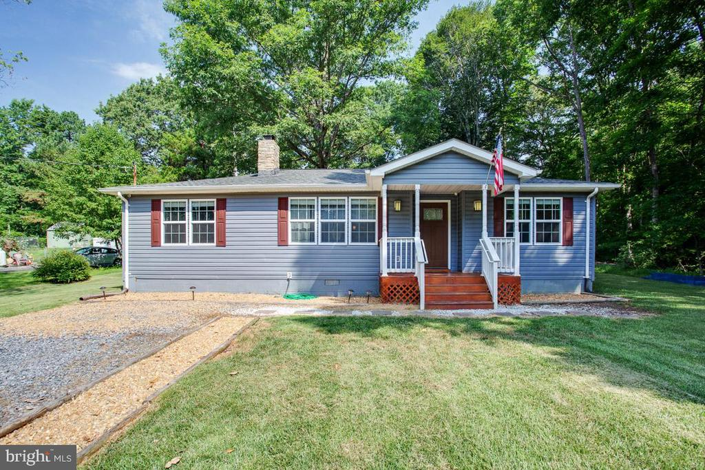 Front Exterior with Porch - 26 BREEZY HILL DR, STAFFORD