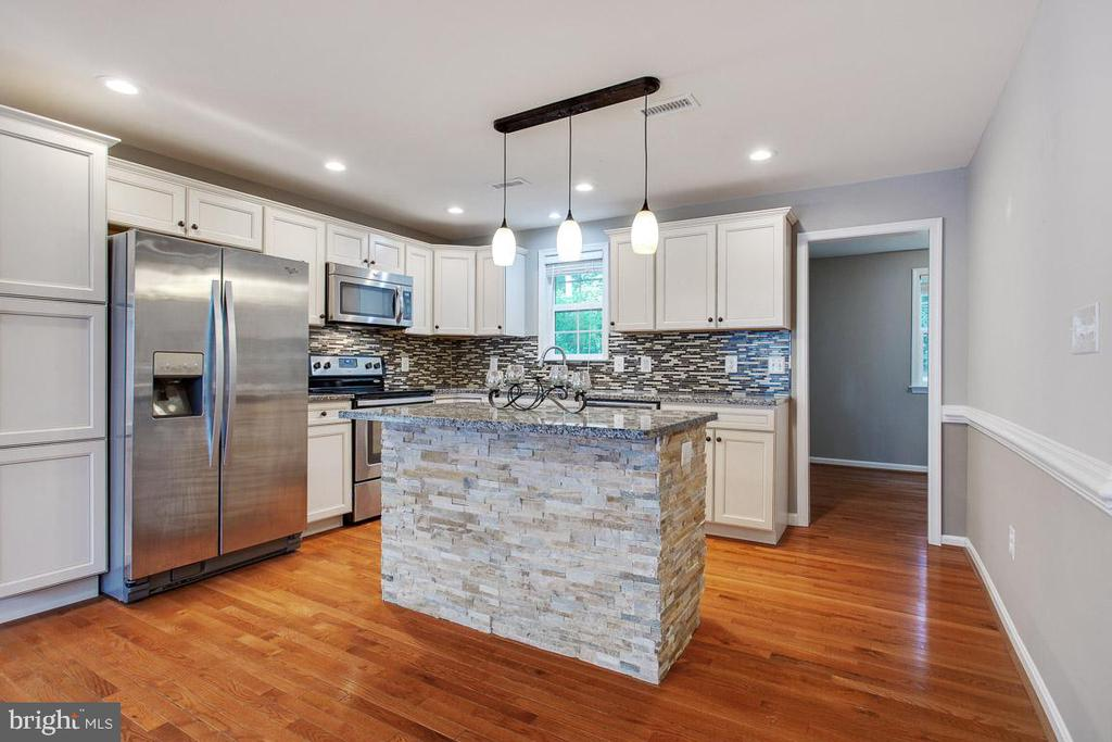 Beautifully Updated Kitchen - 26 BREEZY HILL DR, STAFFORD