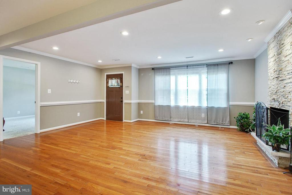 Large Great Room - 26 BREEZY HILL DR, STAFFORD