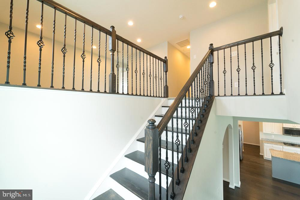 Stairs to up level - 2 GAVER WAY, MIDDLETOWN