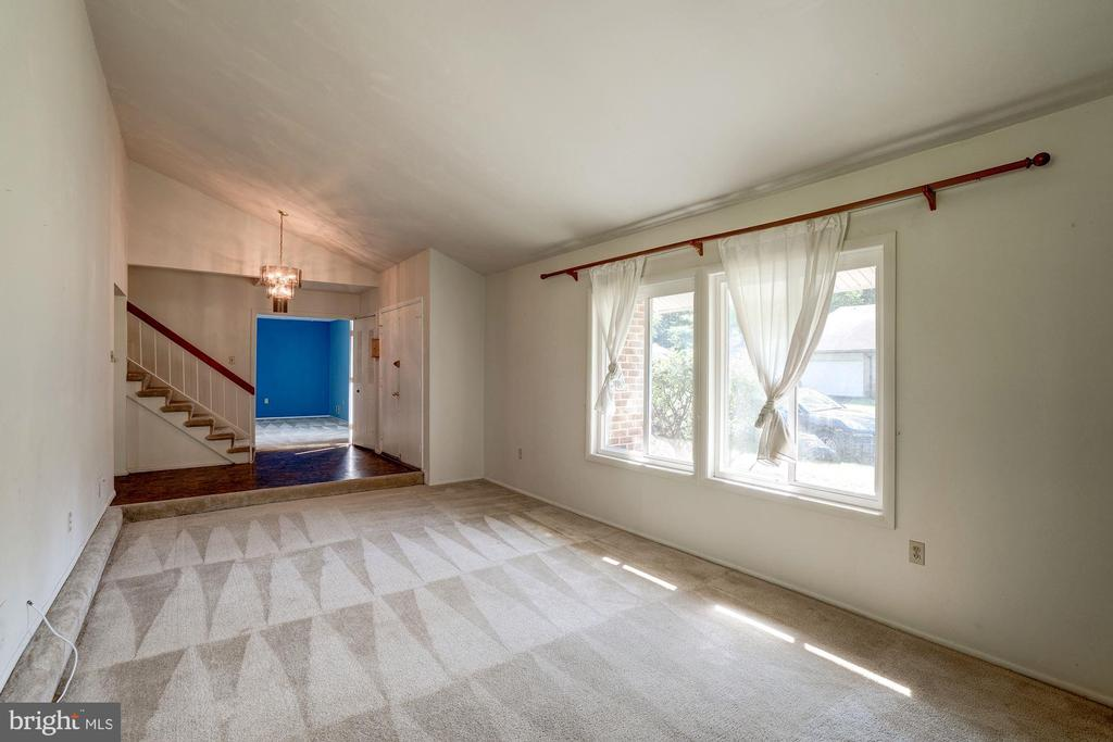 Living Rm w/fireplace - 414 AVONDALE DR, STERLING