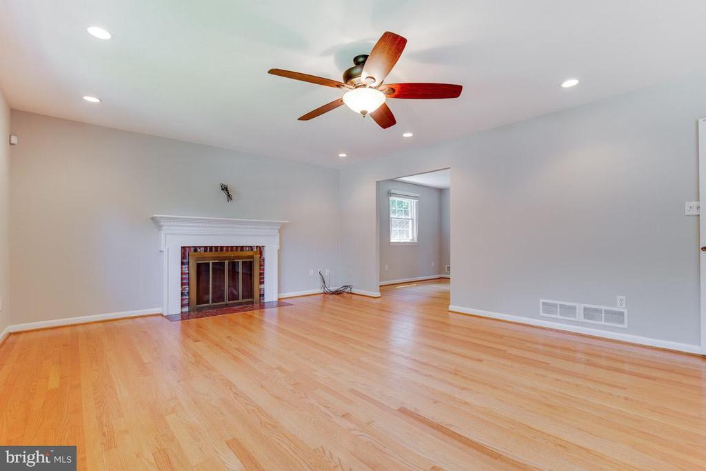 Freshly Painted Living Room - 1007 COLLINGWOOD RD, ALEXANDRIA