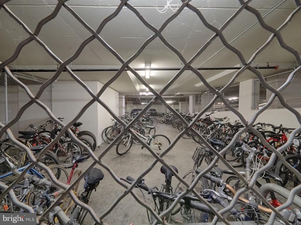 Bike Rack - 888 N QUINCY ST #1002, ARLINGTON