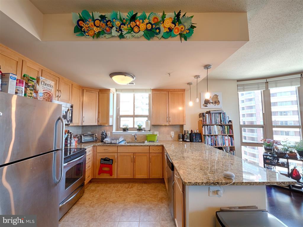 Kitchen - 888 N QUINCY ST #1002, ARLINGTON