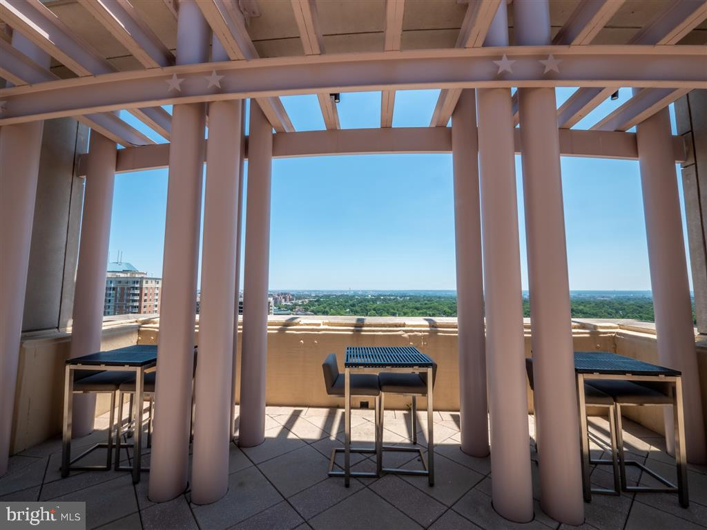 Rooftop view - 888 N QUINCY ST #1002, ARLINGTON