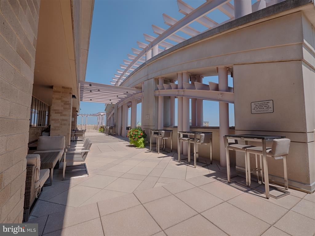 Rooftop grill - 888 N QUINCY ST #1002, ARLINGTON