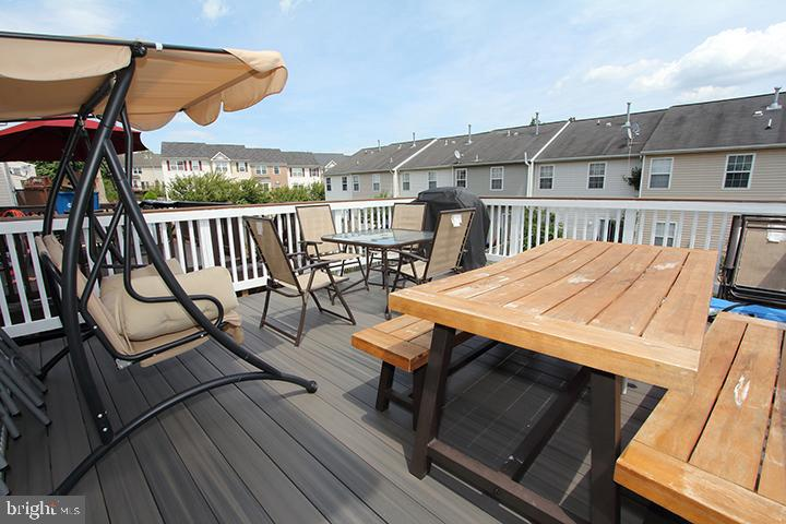 Enjoy dinner outside on the new composite deck! - 252 GOLDEN LARCH TER NE, LEESBURG