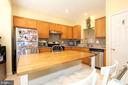 Spacious kitchen with granite counters - 252 GOLDEN LARCH TER NE, LEESBURG