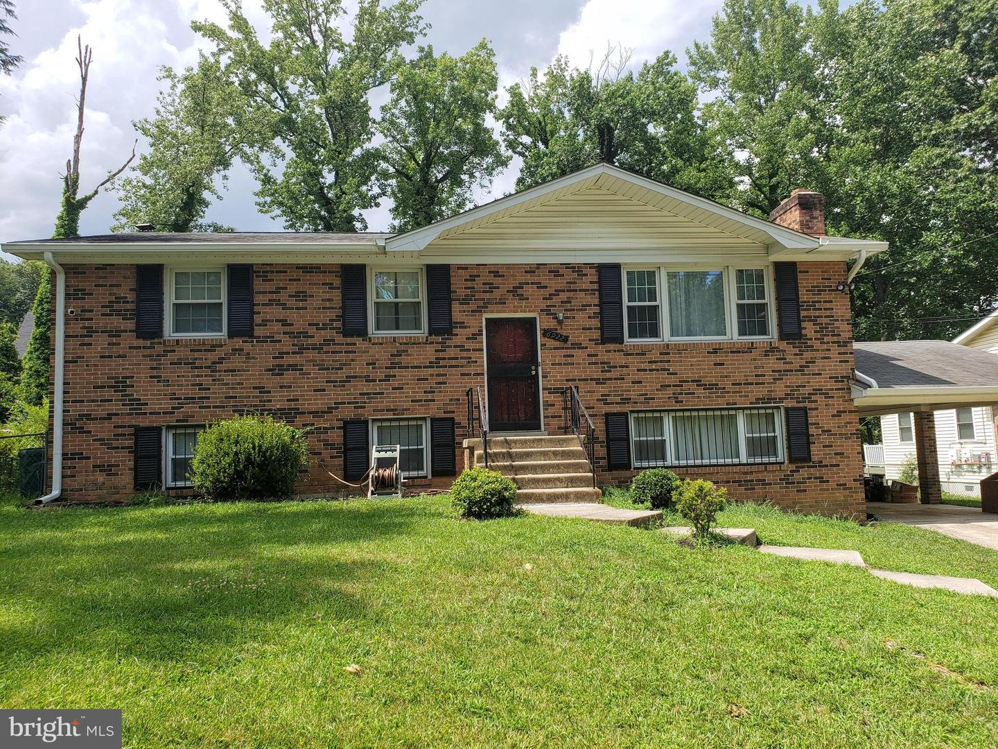 Single Family for Sale at 6922 Briarcliff Dr Clinton, Maryland 20735 United States