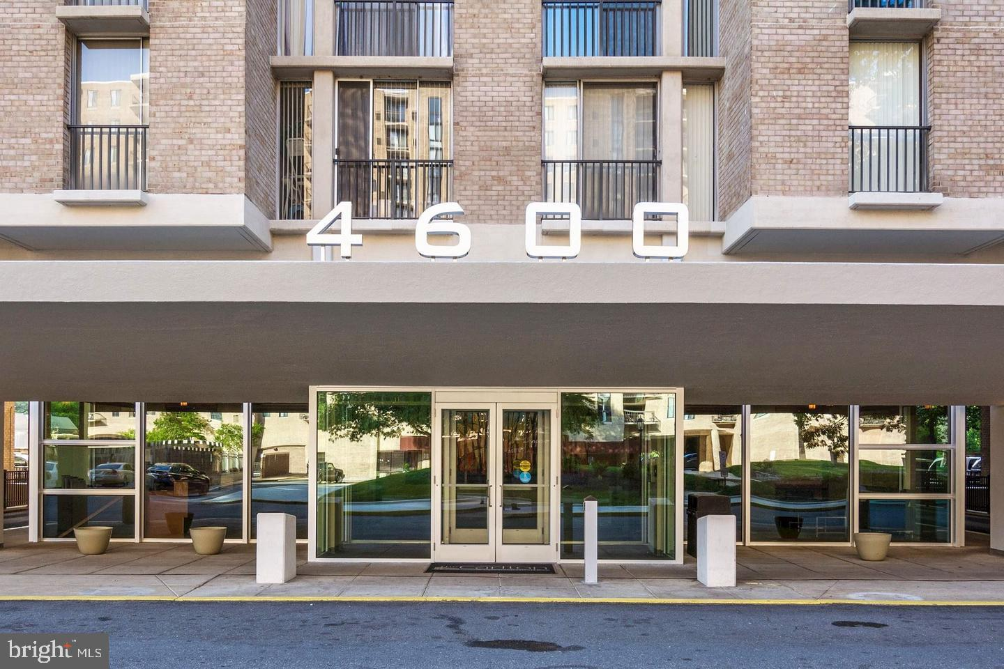 Commercial for Sale at 4600 S Four Mile Run Dr #c-1 4600 S Four Mile Run Dr #c-1 Arlington, Virginia 22204 United States
