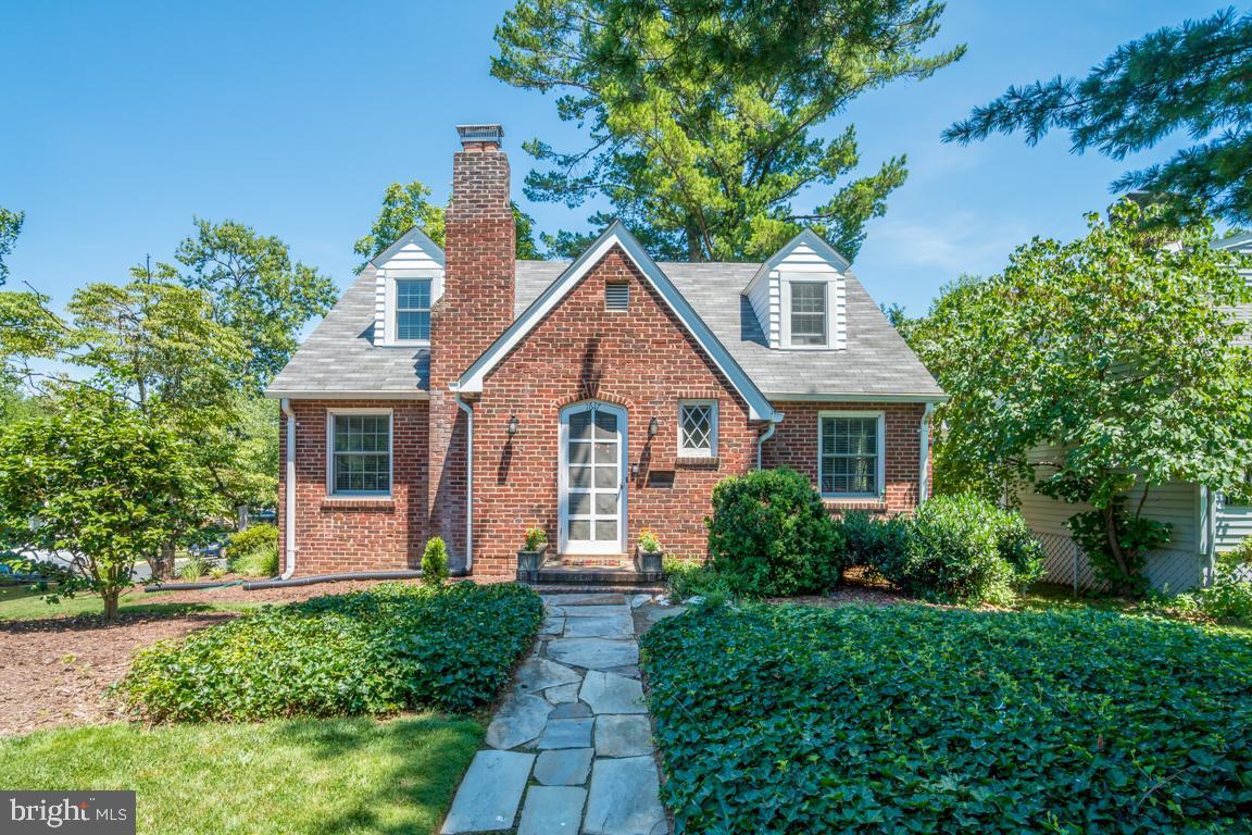 Single Family for Sale at 1617 N Buchanan St Arlington, Virginia 22207 United States