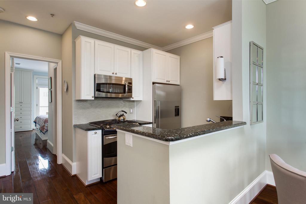 Updated kitchen with counter depth refrigerator - 20 LOGAN CIR NW #3-3, WASHINGTON