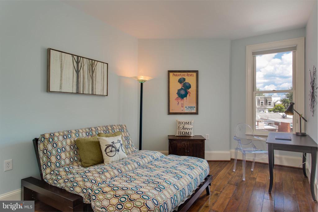 Large second bedroom! - 20 LOGAN CIR NW #3-3, WASHINGTON