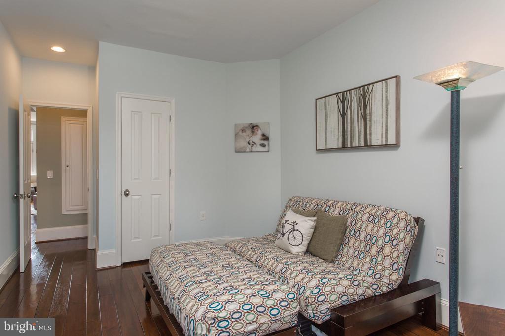 2nd bedroom has walk-in closet - 20 LOGAN CIR NW #3-3, WASHINGTON
