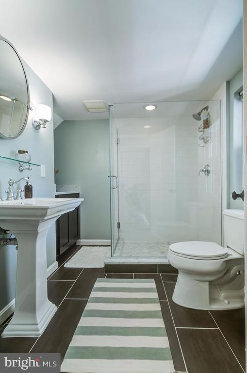 Beautiful Lower Level Full Bath - 5530 11TH ST N, ARLINGTON