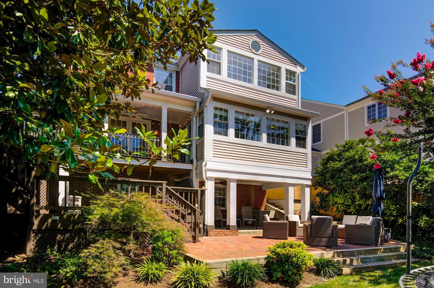 Single Family for Sale at 5530 11th St N Arlington, Virginia 22205 United States