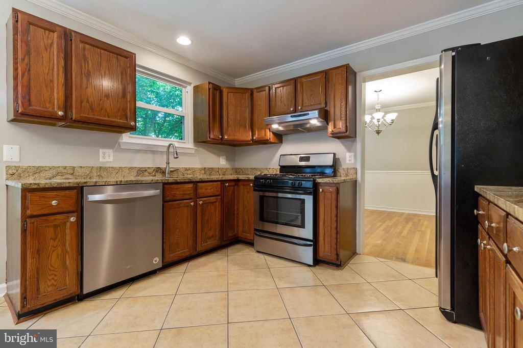 Kitchen-Granite countertops &stainless appliances - 5119 LAVERY CT, FAIRFAX