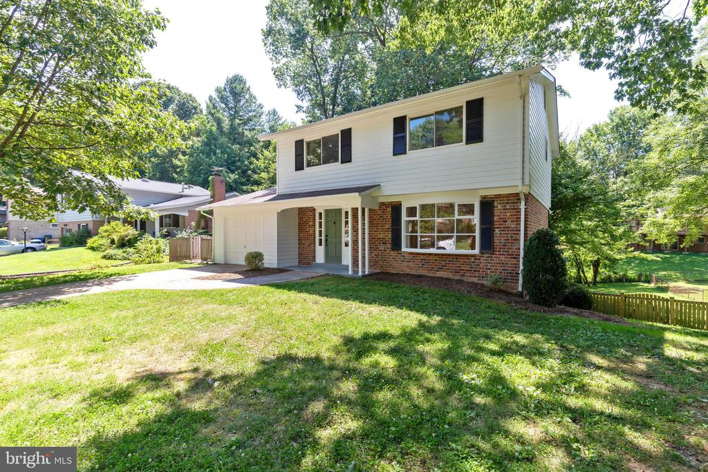 Lovely Queen Model home - 5119 LAVERY CT, FAIRFAX