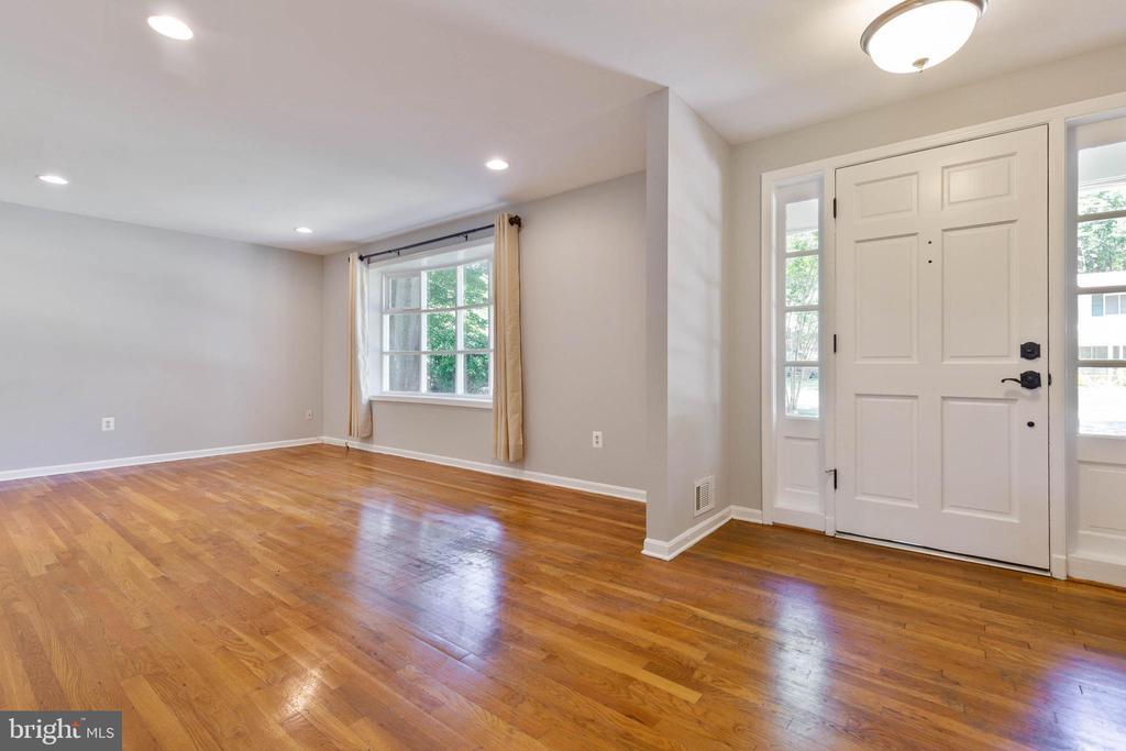 Gleaming hardwood floors in foyer & main level - 5119 LAVERY CT, FAIRFAX