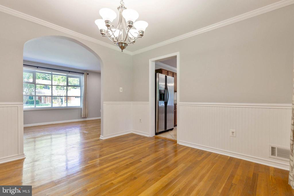 Dining room opens easily to living room & kitchen - 5119 LAVERY CT, FAIRFAX