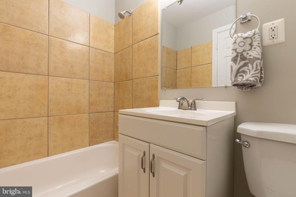 Nicely tiled  hall bath - 5119 LAVERY CT, FAIRFAX
