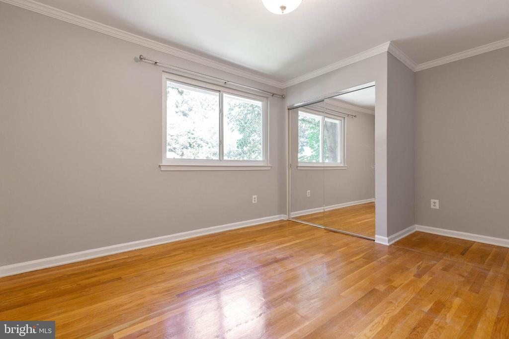 Bedrooms have great windows and closet space - 5119 LAVERY CT, FAIRFAX