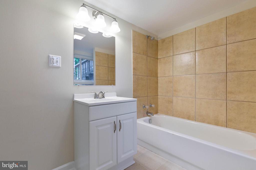 Lower level has a full bathroom - 5119 LAVERY CT, FAIRFAX