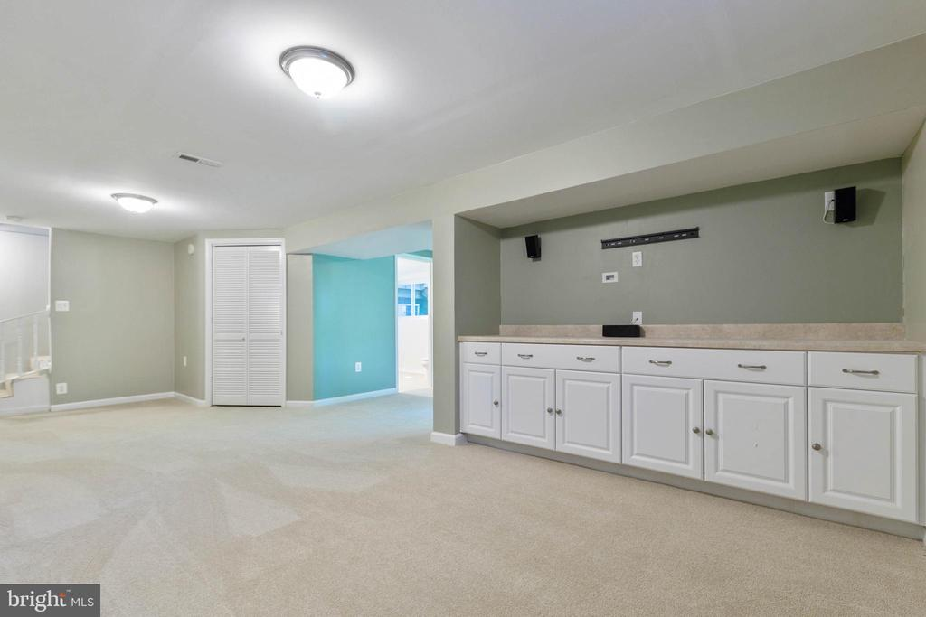 Room for TV and more - 5119 LAVERY CT, FAIRFAX
