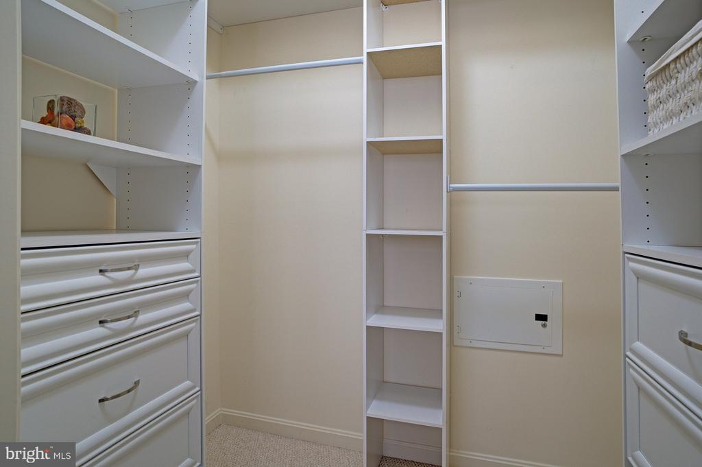 large walk-in closet - 2665 PROSPERITY AVE #232, FAIRFAX