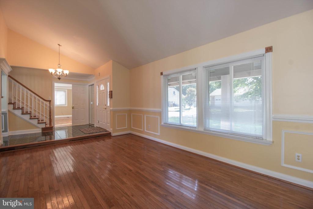 Living Room - 107 BAKER LN, STERLING