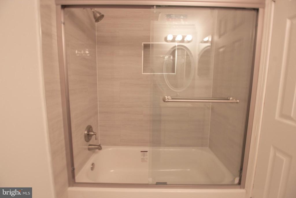 Renovated Hallway Bathroom - 107 BAKER LN, STERLING