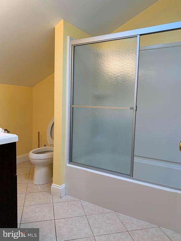 Master Bathroom 2 on Upper Level - 107 BAKER LN, STERLING