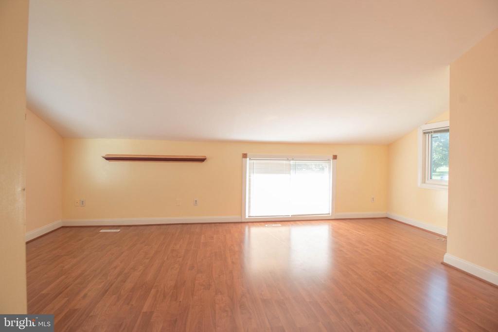 Master Bedroom 2 on Upper Level - 107 BAKER LN, STERLING