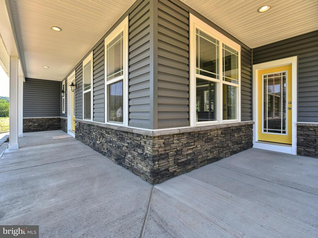 Front and side porch - 8712 HOLLOW RD, MIDDLETOWN
