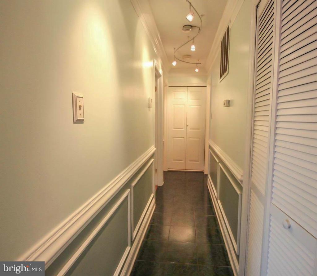 Hallway on Main Level - 107 BAKER LN, STERLING