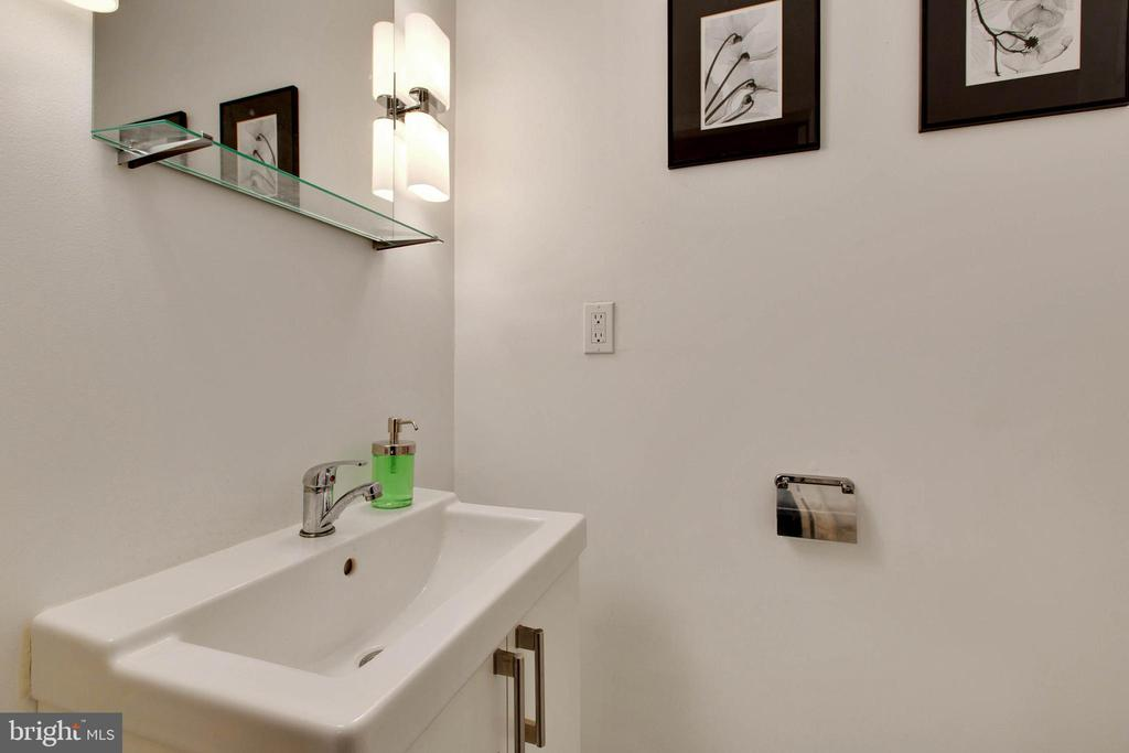 Basement Powder Room - 15691 PIKE TRL, DUMFRIES