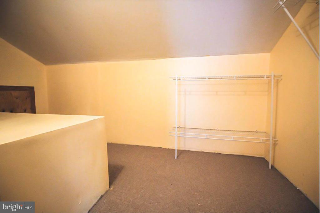 Walk-in Closet on Upper Level Bedroom - 107 BAKER LN, STERLING