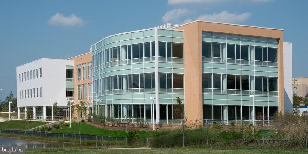Minutes to Loudoun NOVA Campus - 107 BAKER LN, STERLING