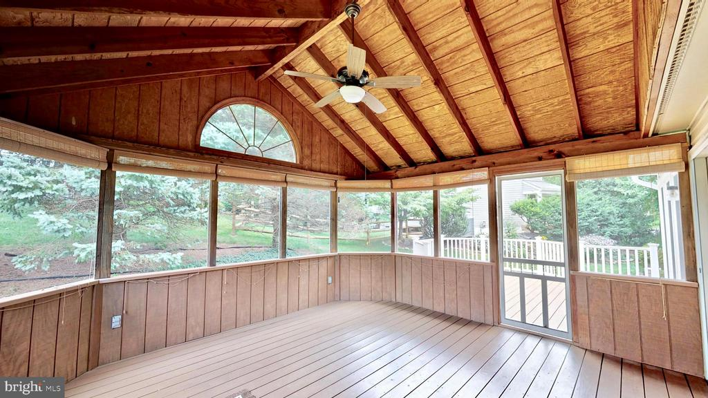 Screened in porch - 13519 MOSS GLEN RD, CLIFTON