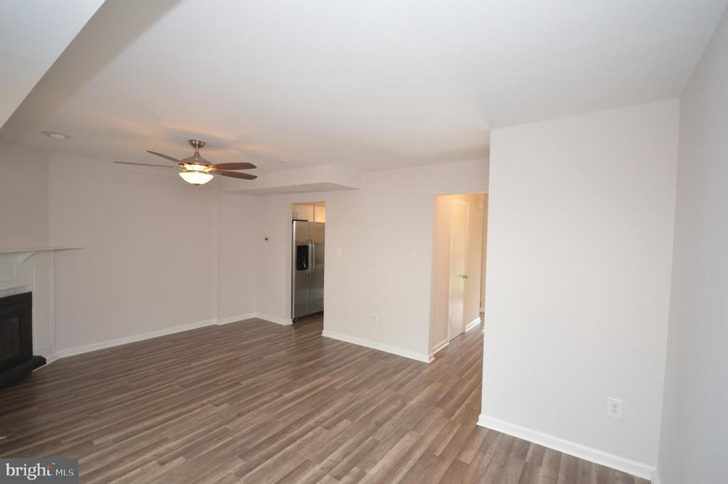 Family room. - 22326 MAYFIELD SQ, STERLING