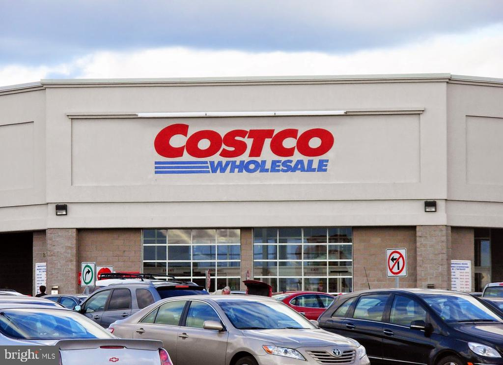 Minutes to Costco - 107 BAKER LN, STERLING