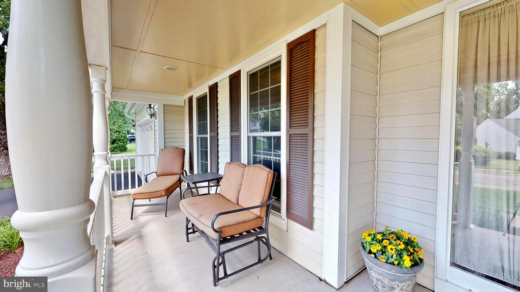 Front porch - 13519 MOSS GLEN RD, CLIFTON