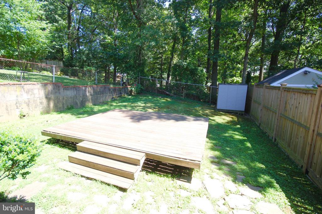Big backyard! - 4808 20TH PL N, ARLINGTON
