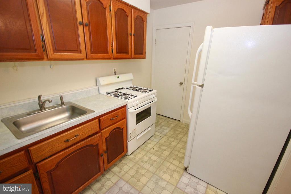 Kitchen. - 4808 20TH PL N, ARLINGTON
