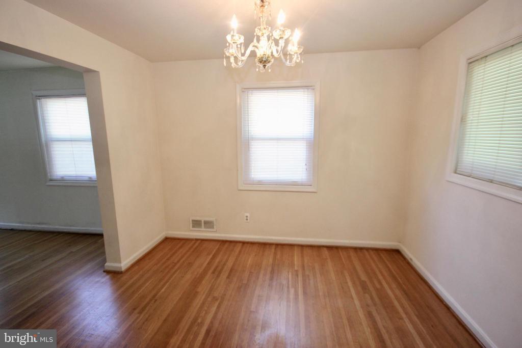 Nice & bright Dining Room. - 4808 20TH PL N, ARLINGTON