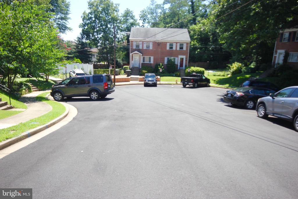 Plenty of off street parking. - 4808 20TH PL N, ARLINGTON