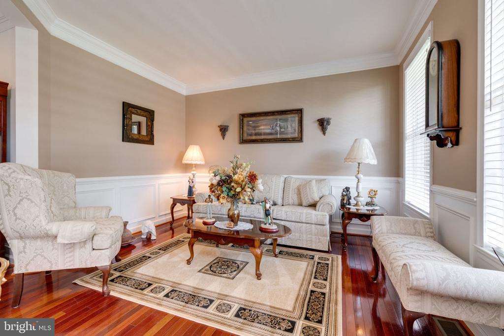 Living room - 5432 QUAINT DR, WOODBRIDGE