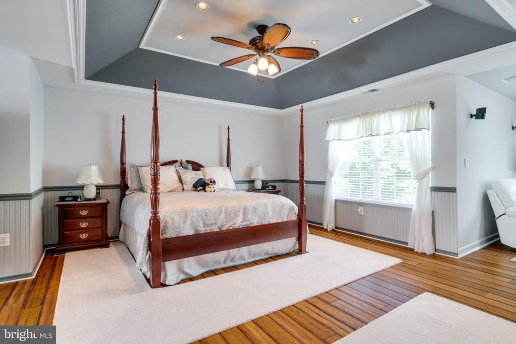 Master Bedroom Suite w/Tray Ceilings - 5432 QUAINT DR, WOODBRIDGE