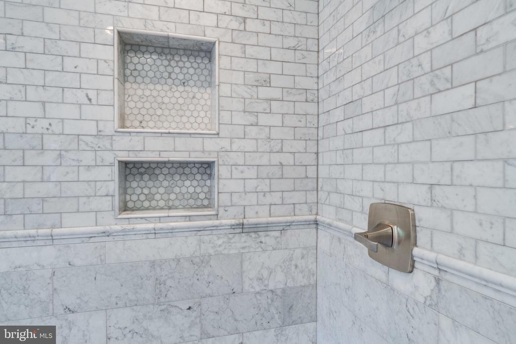 Master Shower Close-up Pockets - 5432 QUAINT DR, WOODBRIDGE