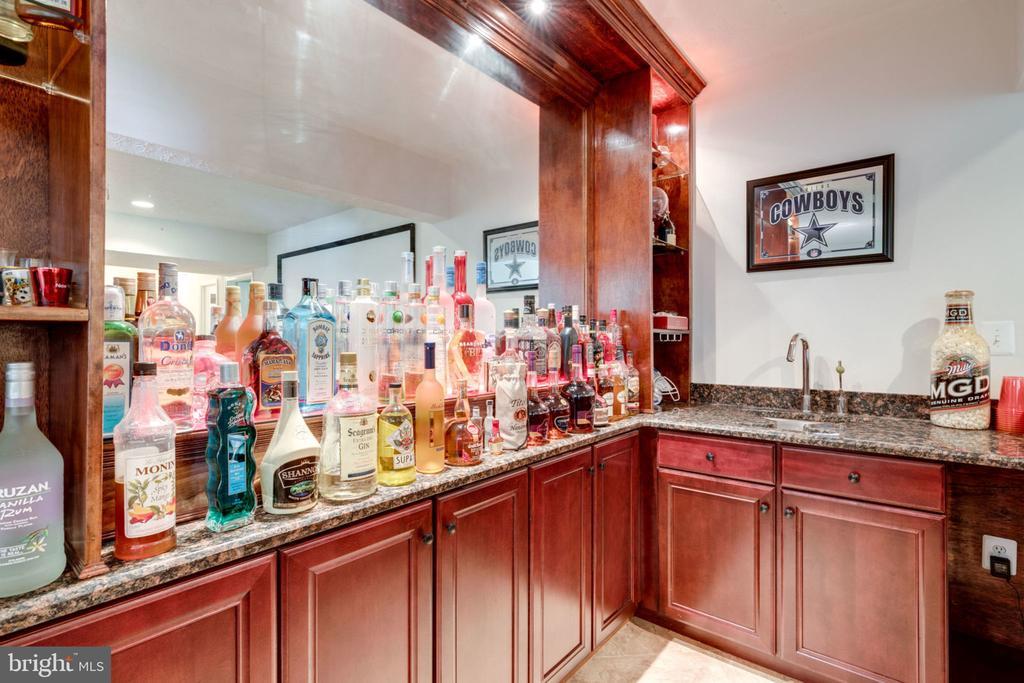 Basement Bar with  Martini Sink - 5432 QUAINT DR, WOODBRIDGE
